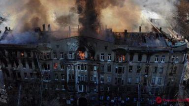 14 изчезнали при огромен пожар в колеж в Одеса (видео)