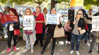 Деница Сачева подкрепи отлагането на Закона за социалните услуги