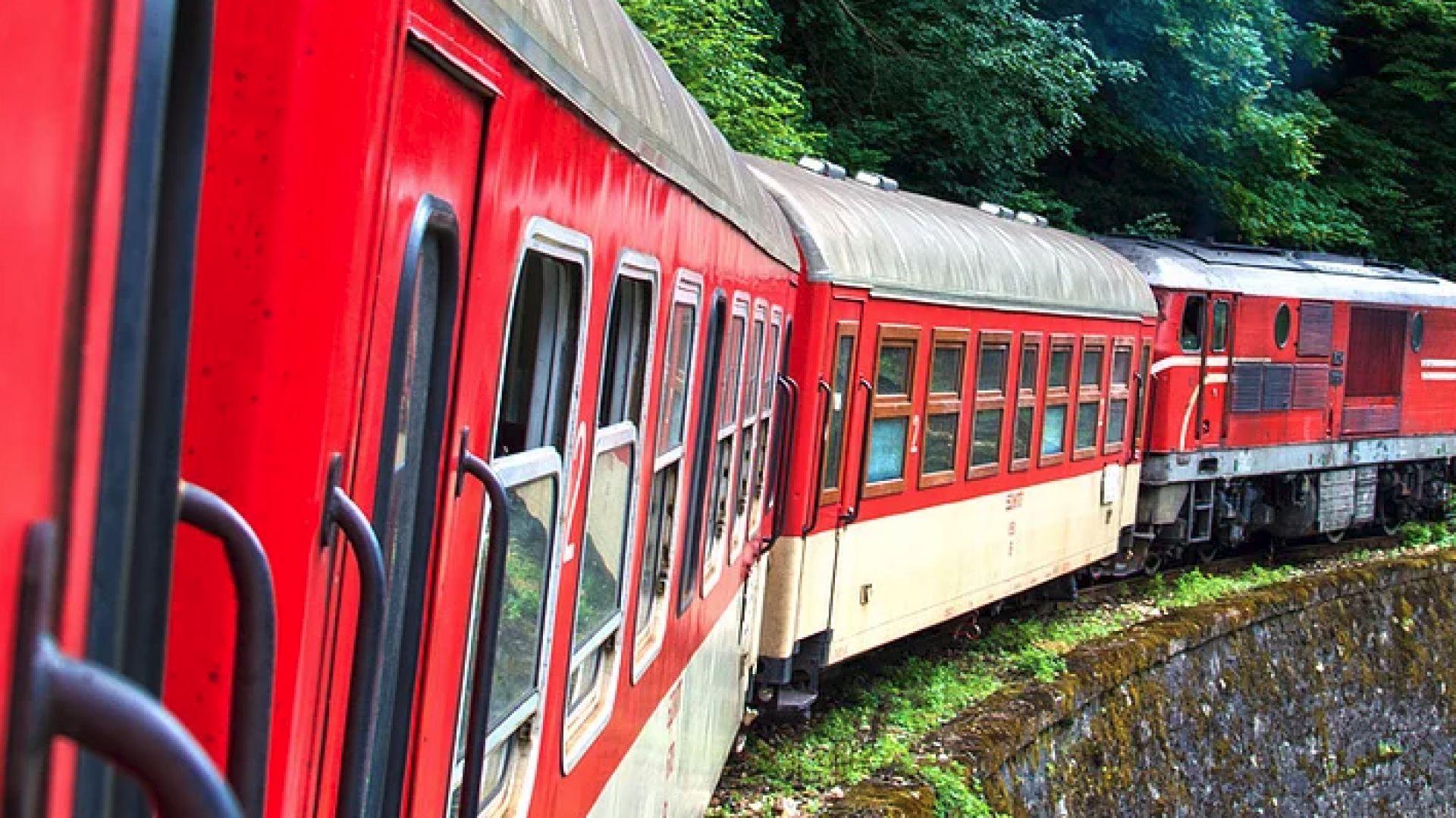 """Дядо Коледа ще пътува с влак """"Родопи"""" от Септември за Добринище"""