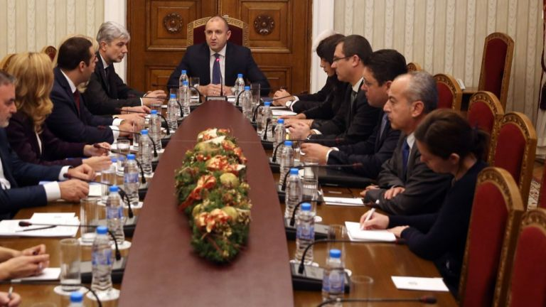Румен Радев на срещата с трима министри: Имаме криза във водния сектор