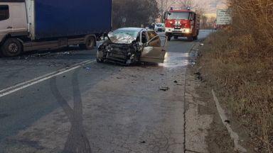 Жесток челен удар взе жертва и затвори за 3 часа главния път Е-79