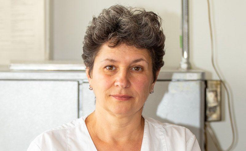 """Д-р Екатерина Радоилска е специалист по хранене и диететика с научна степен доктор на медицинските науки. Основните ѝ интереси и разработки са в областта на изследвания върху пробиотици, експериментално моделиране на микрофлората и др. От 1996 г. до сега е главен асистент в отдел """"Микробиологични анализи"""" на НЦОЗА. Автор е на редица научни публикации."""