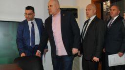 В деня на указа: Гешев получил призовка по дело, което Крокодила завел срещу него