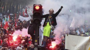 Бунтът срещу пенсионната реформа в Париж: Над 500 000 французи демонстрираха