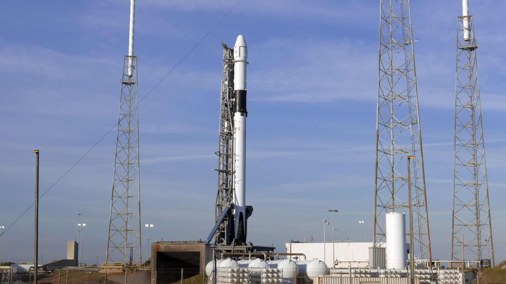 Броени секунди преди старта: SpaceX отложи изстрелване
