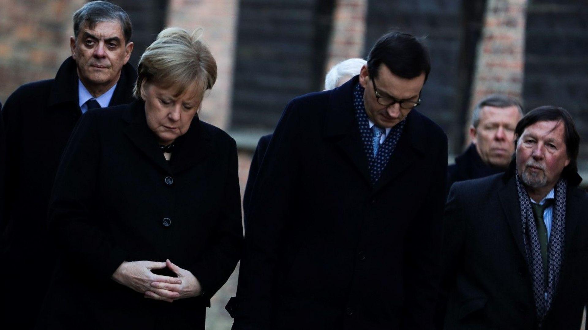 Снимка: Ангела Меркел донесе €60 млн. при първото си посещение в лагера на смъртта Аушвиц