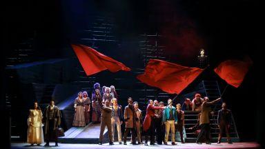"""Над 20 минутен аплауз на премиерата на мюзикъла """"Клетниците"""" в Софийската опера"""