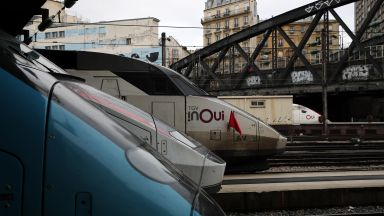 Транспортен хаос във Франция след трети ден стачки