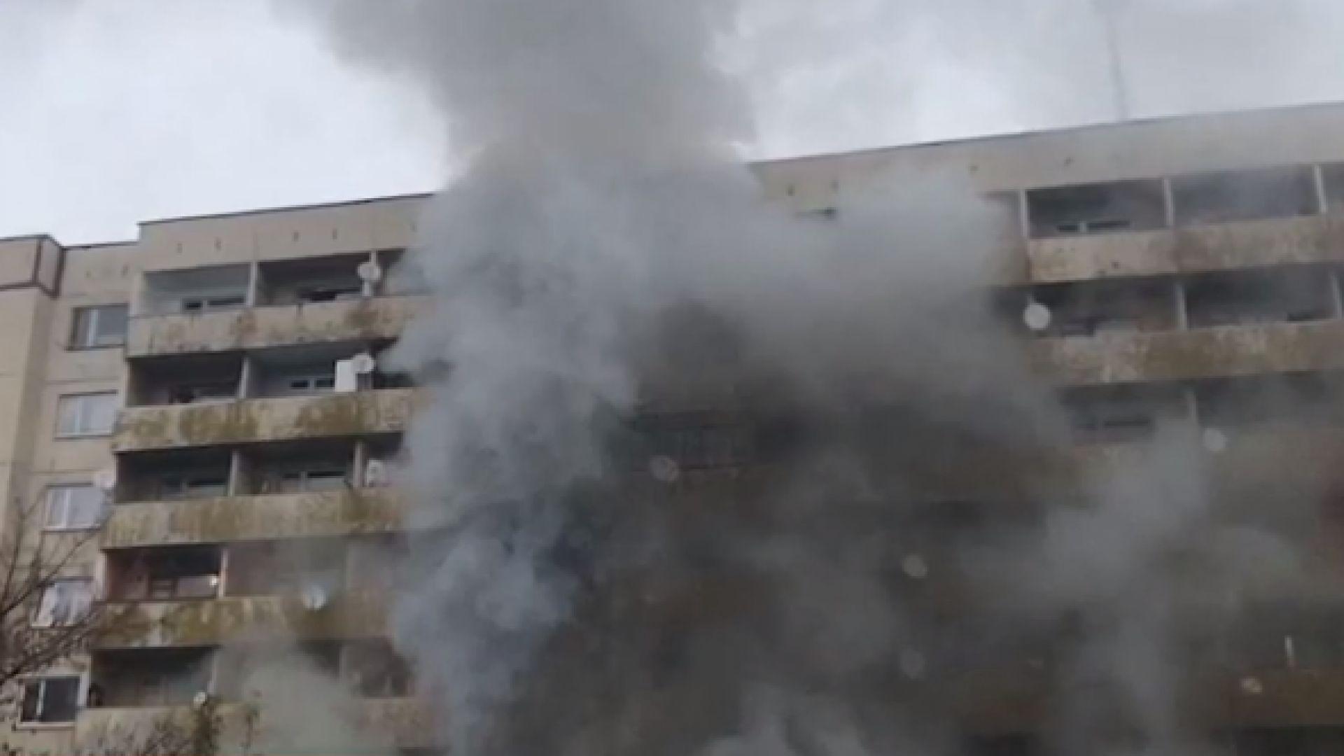 Пожар избухна в събота в късния следобед в общежитие в