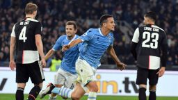 """Неудържимите """"орли"""" на Лацио нанесоха първата загуба на шампиона"""