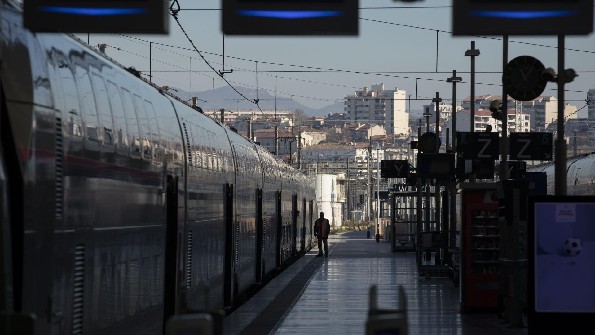 Пенсионните реформи във Франция ще бъдат прилагани постепенно, а обществените