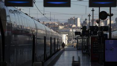 Франция забавя пенсионната реформа, но не се отказва от нея