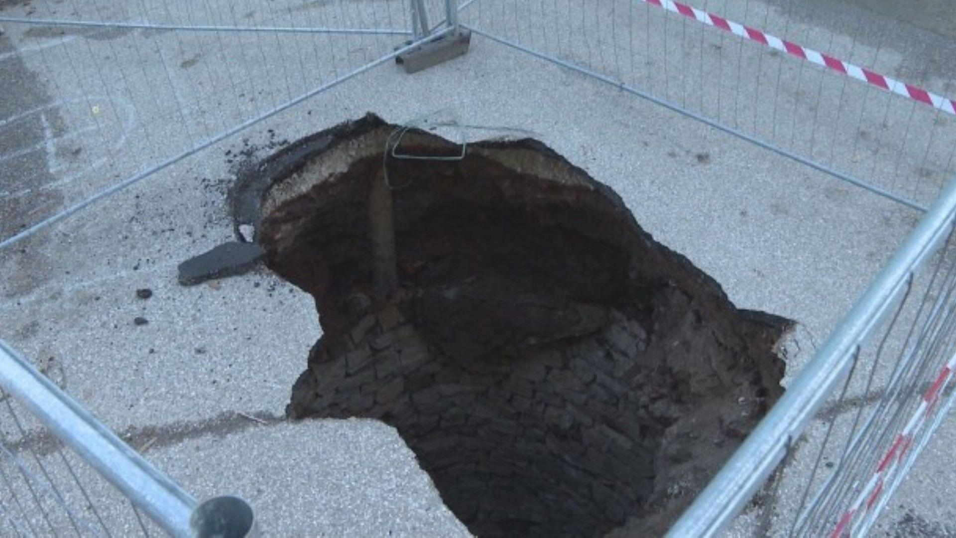 Стар кладенец се появи под пропаднал асфалт на паркинг във Враца