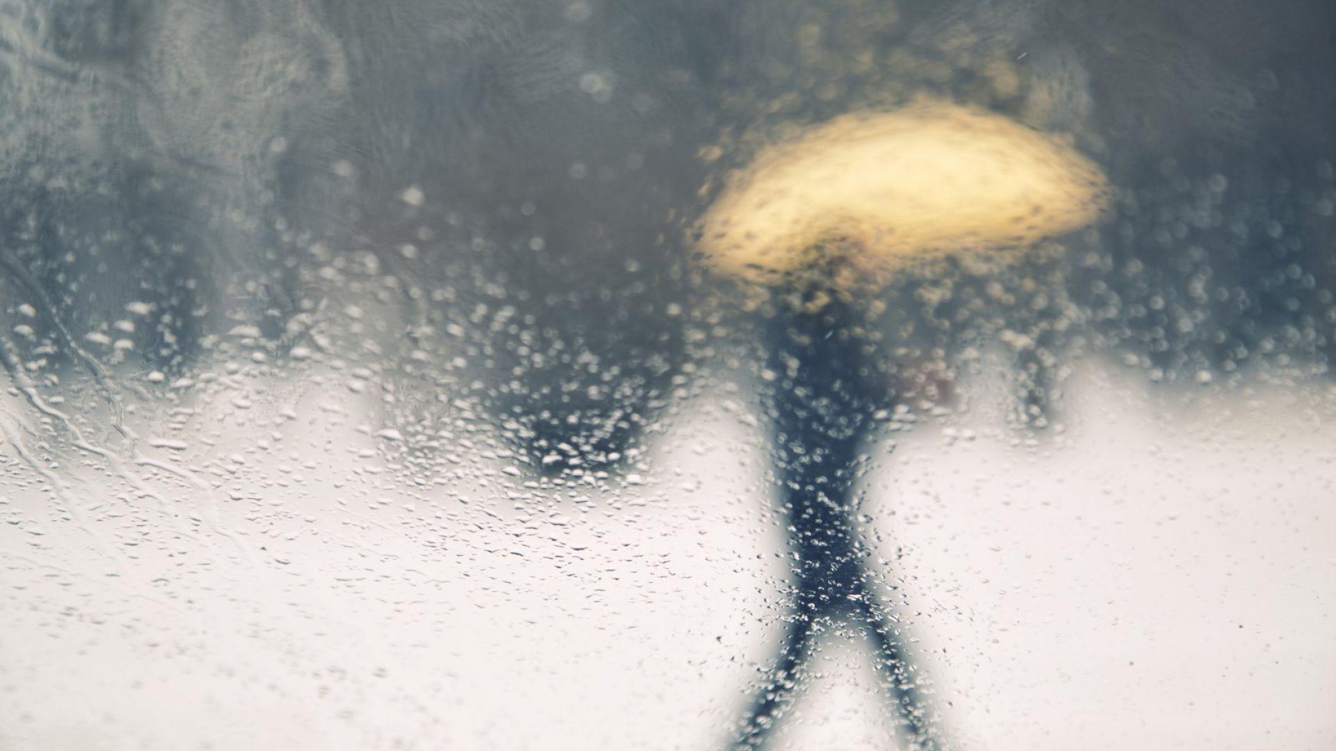 Меко, със слаб дъжд и утринни мъгли в следващите дни
