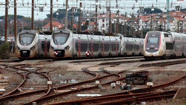 600 километра задръствания в парижка област на петия ден от транспортната стачка