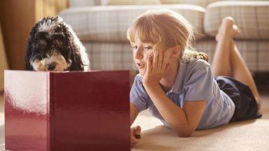Кучетата мотивират децата да четат повече