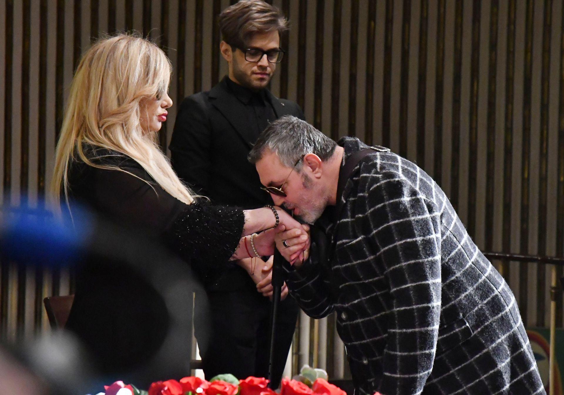 Мария Грубешлиева-Муки приема съболезнования от Христо Мутафчиев