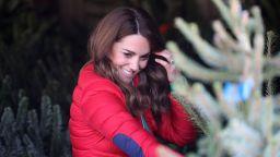 Кейт сложи български вълнени чорапи за благотворителна инициатива