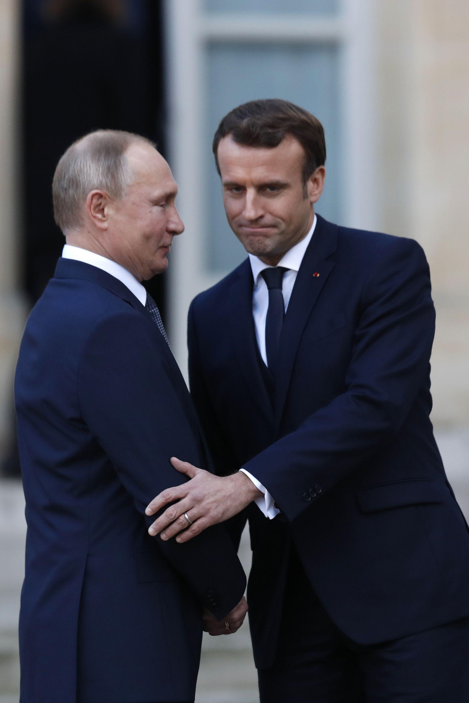 До началото на 4-странната среща, руският президент има планирани отделни срещи с Меркел, а после и с Макрон.