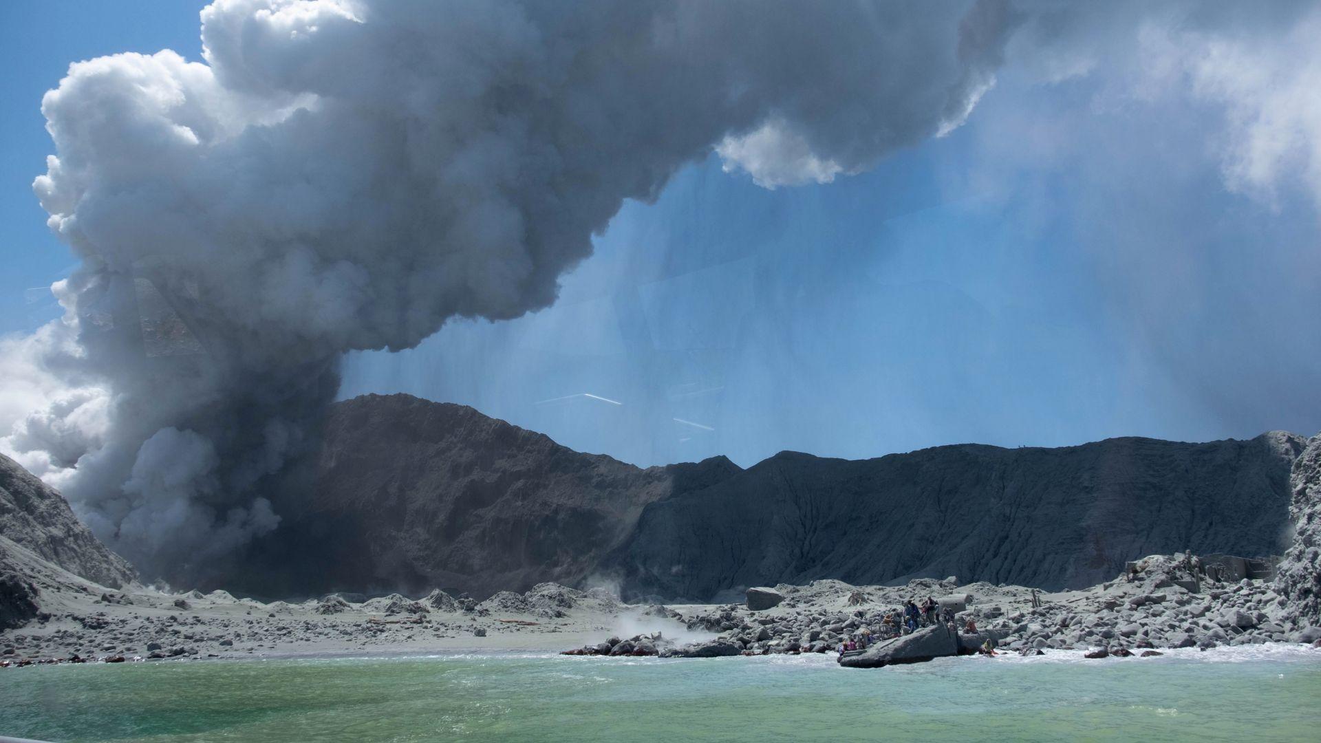 В Нова Зеландия откриха телата на шест жертви на вулканичното изригване