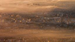 Битката срещу мръсния въздух: Затвор за замърсяване, буферни паркинги и зелен билет
