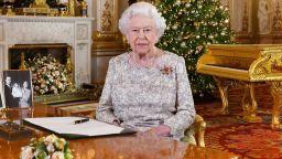 Първото телевизионно коледно обръщение на кралица Елизабет II е било през 1957 г. (видео)