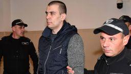 Викторио, който уби жена си и дъщеричката си, опита да прехвърли вината