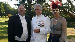 Изплува снимка на Уайнстийн, Епстийн и Гислейн Максуел на парти, организирано от принц Андрю