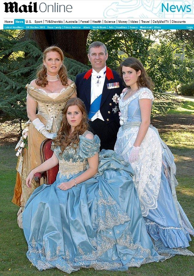 принц Андрю със семейството си на приема за 18-ия рожден ден на принцеса Беатрис
