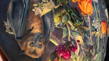 Ярки татуси на цветя от Макала Роуз