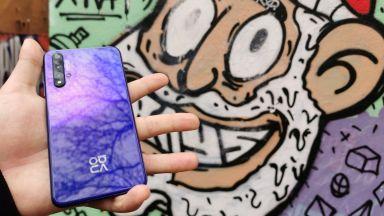 Най-изгодният премиум смартфон дебютира точно за Коледа