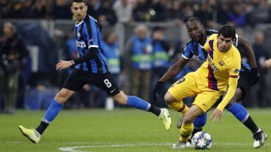 Лукаку върна Интер в играта срещу Барса (на живо)