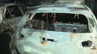 Пожар изпепели три коли на паркинг в София (снимки)