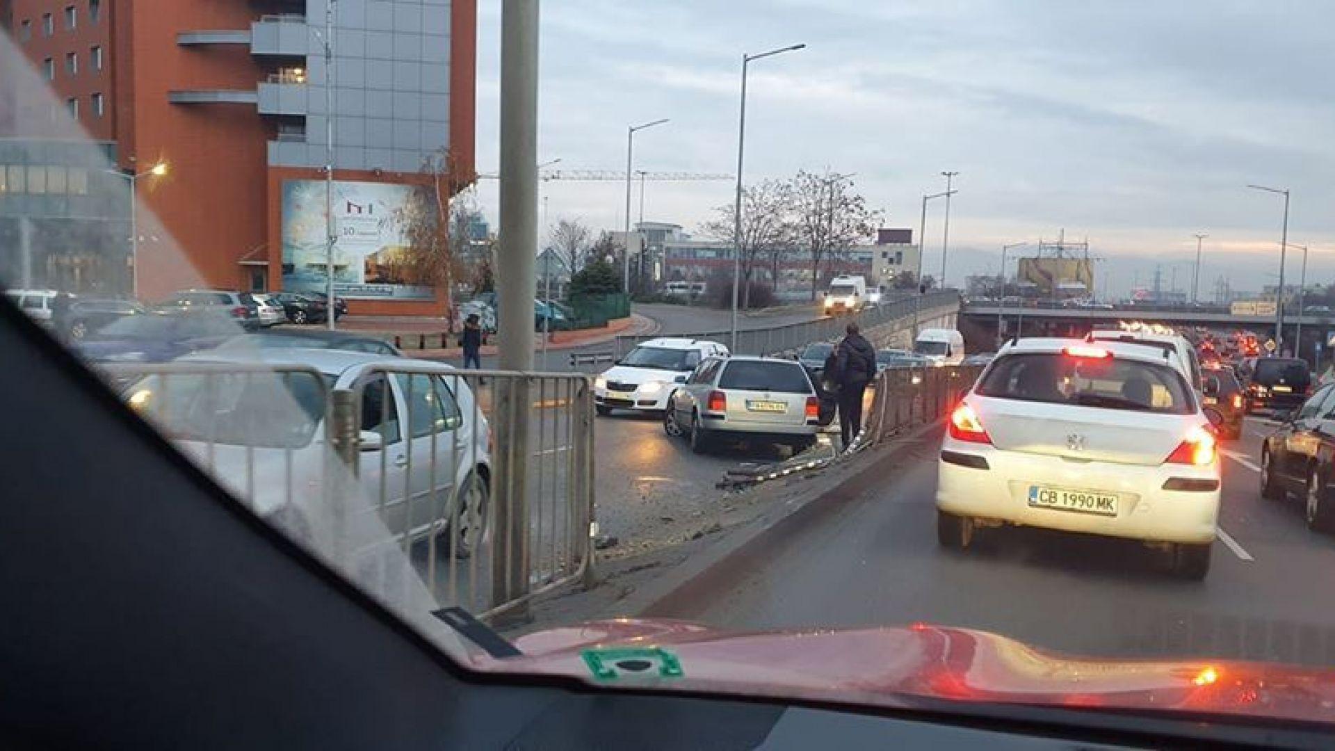 БМВ с регистрация от Пазарджик е катастрофирало на бул.