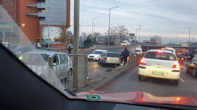 Катастрофа на възлов булевард в София предизвика голямо задръстване