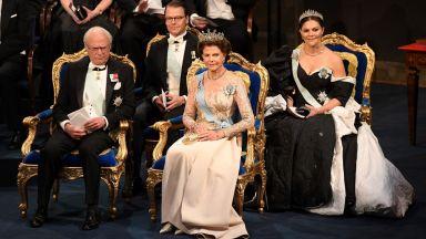 Кралицата и принцесите на Швеция изумителни на Нобеловия бал