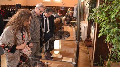 """Изложбата """"Вапцаров - Мечтателят"""" в СУ продължава до 15-и януари догодина"""