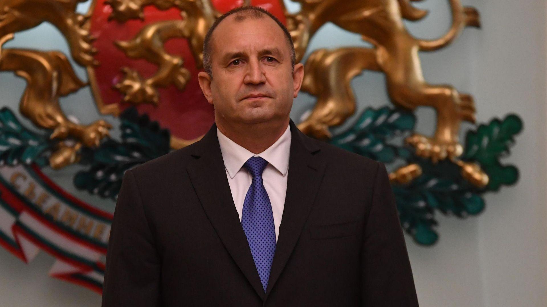 Румен Радев започва консултации за промени в Конституцията