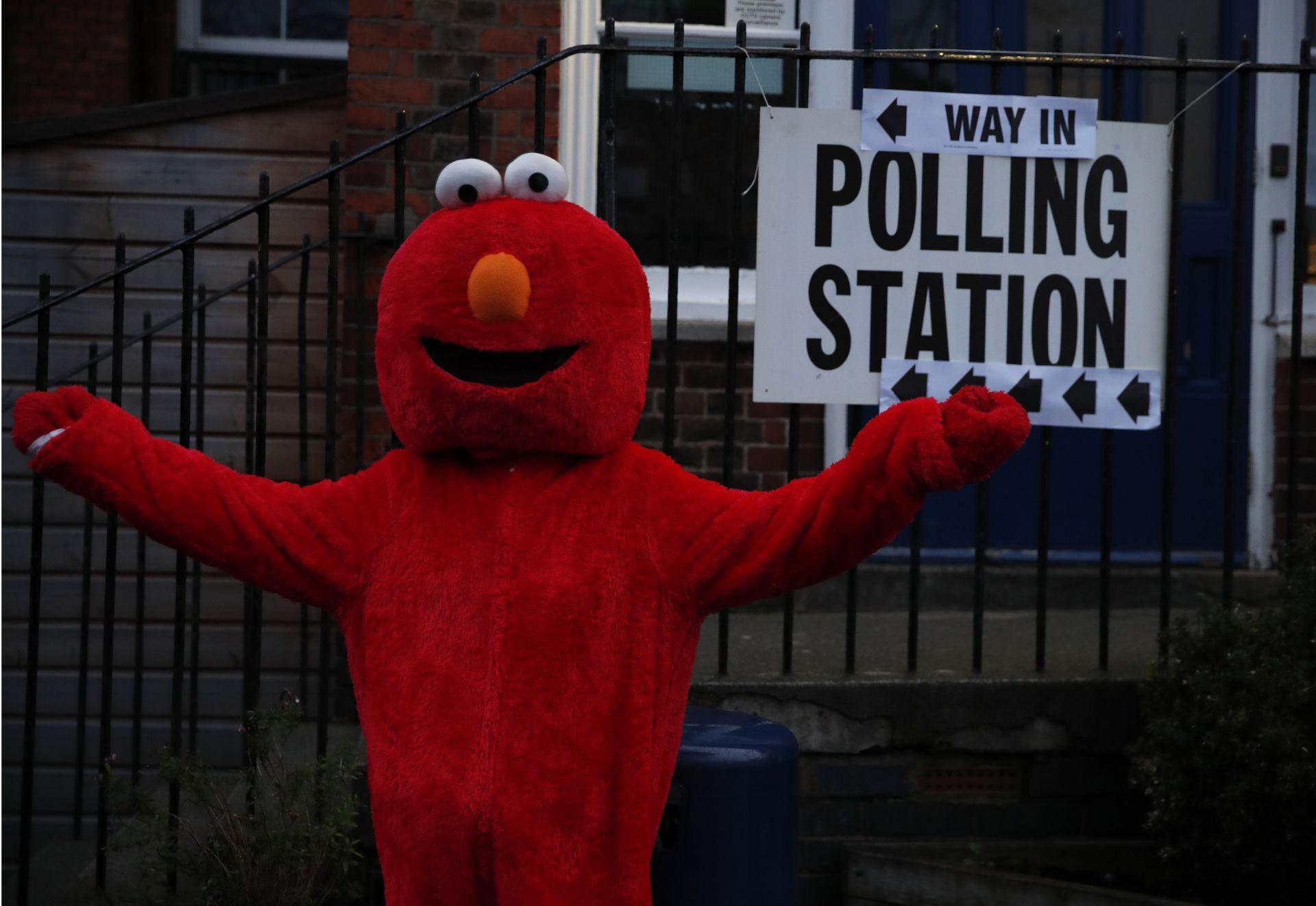 Кандидатите на партиите се състезават за 650 места.
