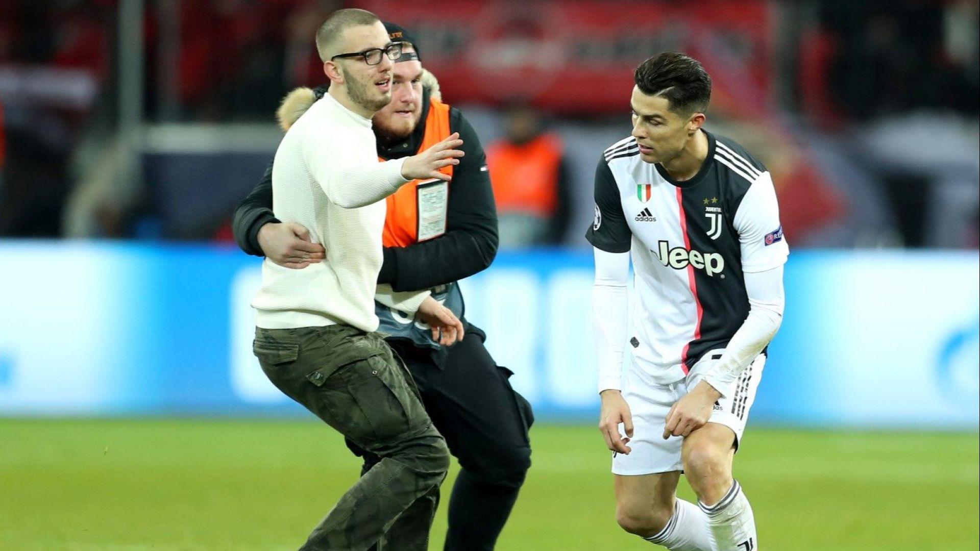 Фен атакува Роналдо за селфи на терена, но мина границата (видео)