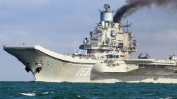 """Гори единственият руски самолетоносач """"Адмирал Кузнецов"""" (видео)"""