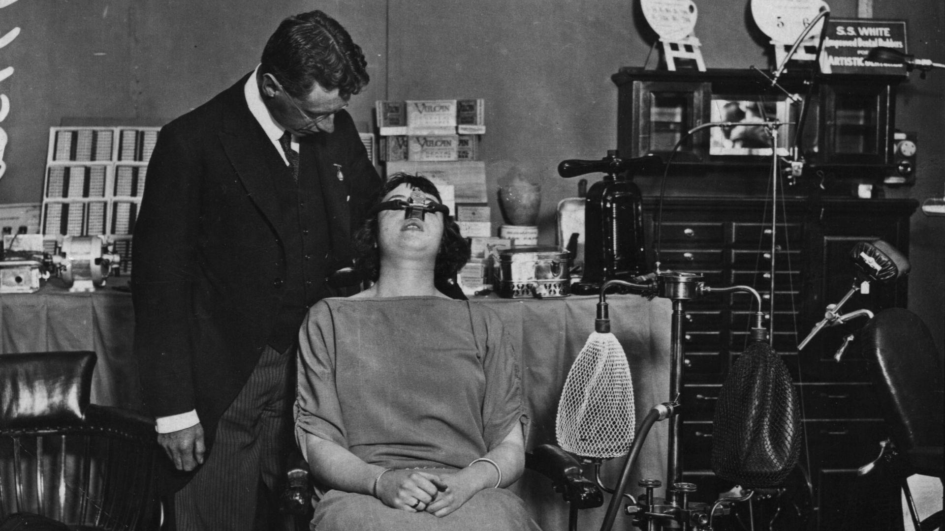 От истеричния смях на висшата класа до дълбокия сън на пациента: Магията на Райския газ