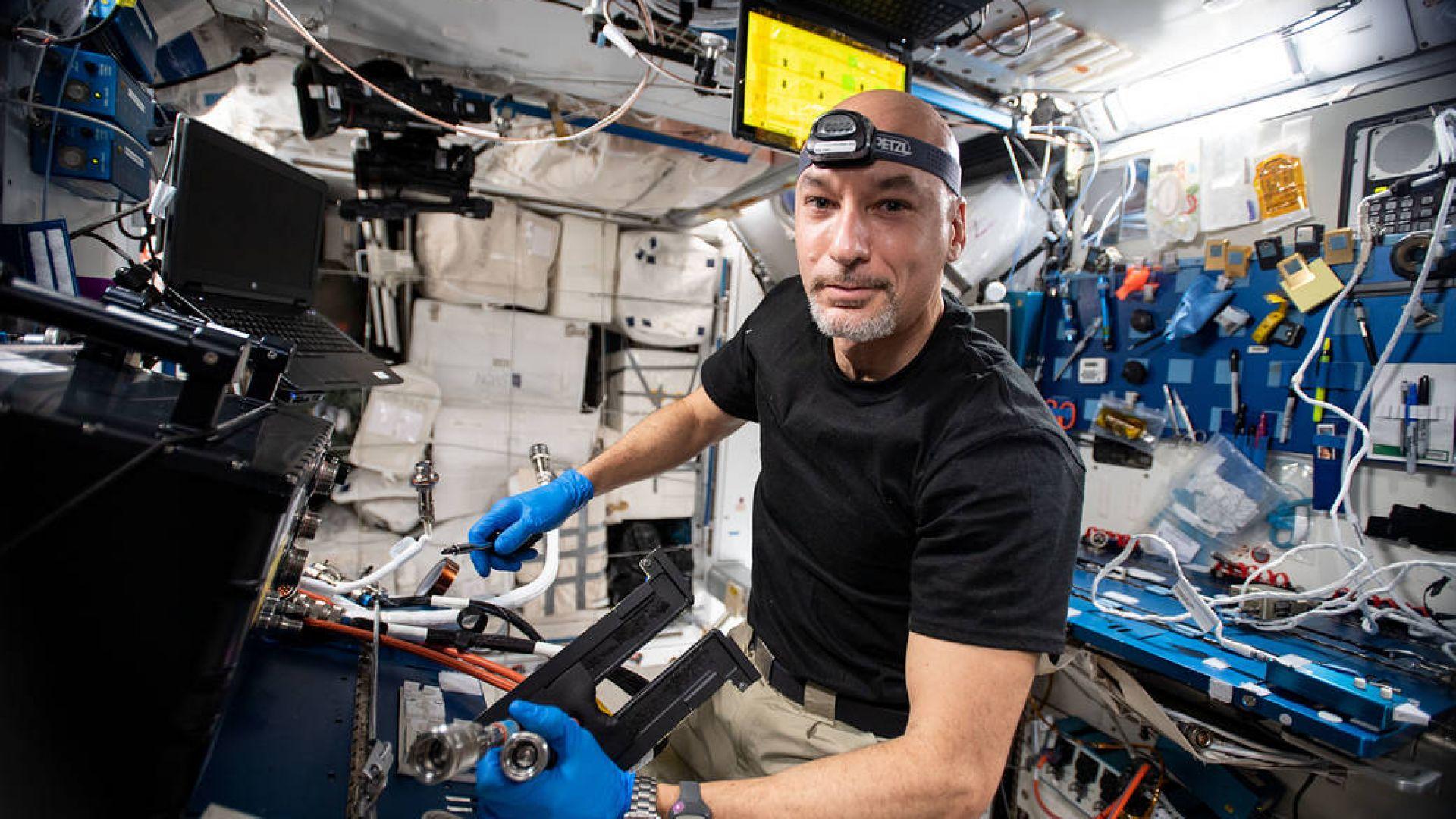 """Астронавт отправи призив от космоса за спасяването на """"красивата Земя"""""""