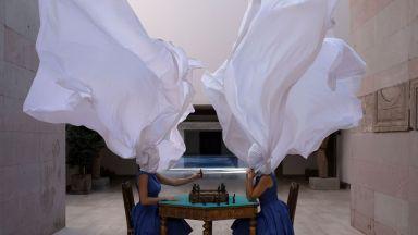 Фотограф създава измислени композиции в реалността
