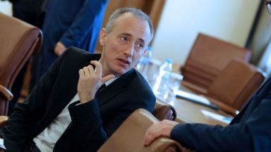 Министър Вълчев разкри как ще се облекчи дистанционно обучение за учениците