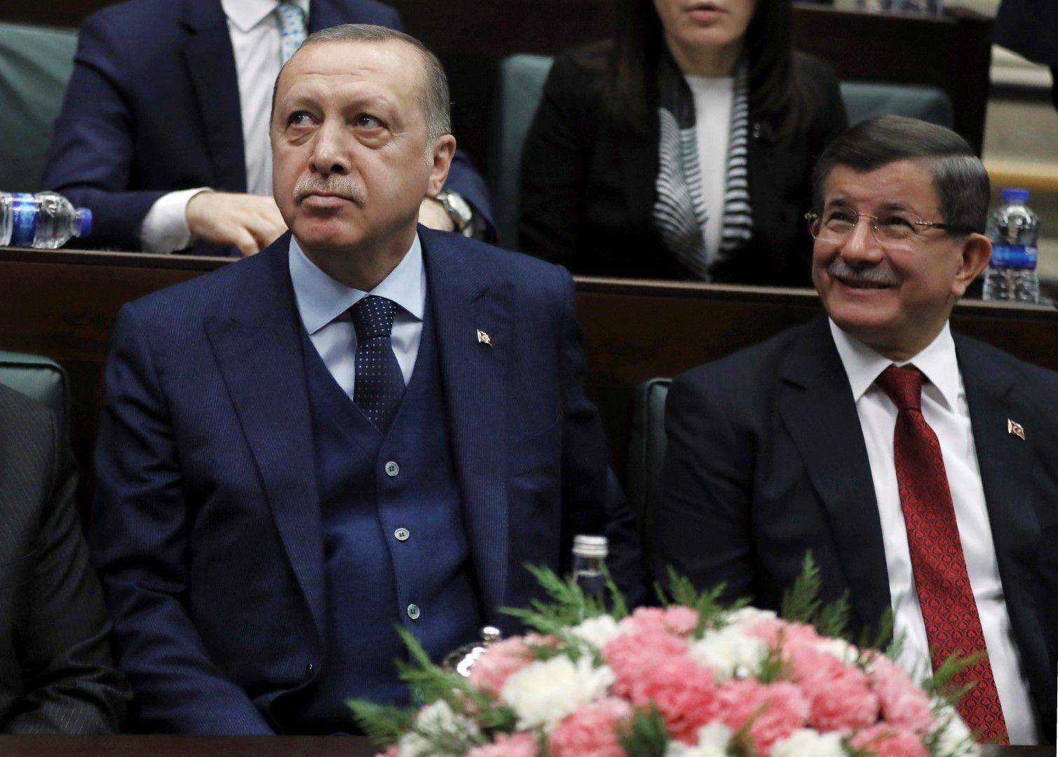 Реджеп Тайип Ердоган и Ахмет Давутоглу - на 30 януари 2018 г., когато Давутоглу беше премиер