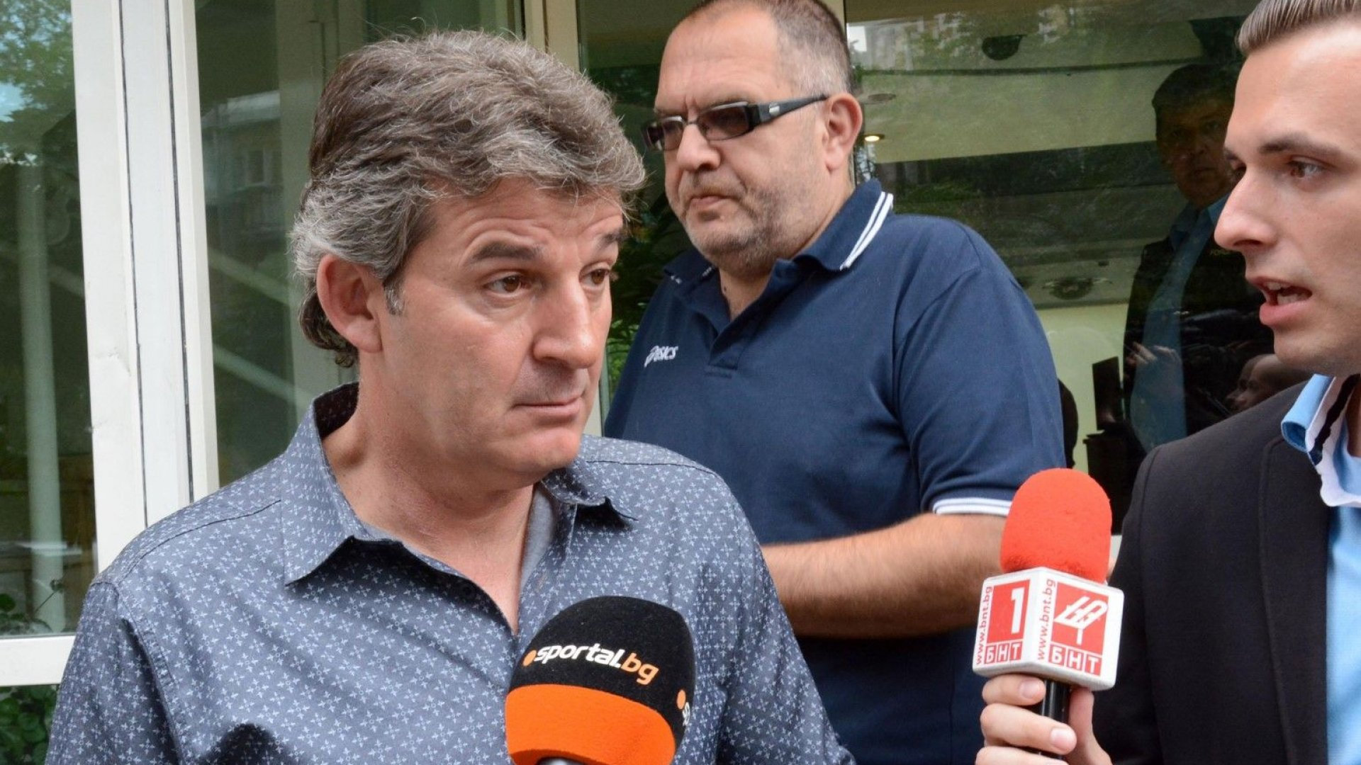 Емил Костадинов: Тежка десетдневка за българския футбол