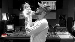 Криско показа дъщеря си Амая за първи път