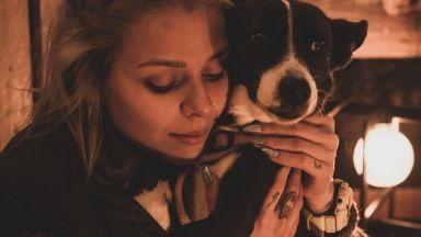 Певицата Виктория Георгиева с коледен кавър в подкрепа на осиновяването на бездомни животни