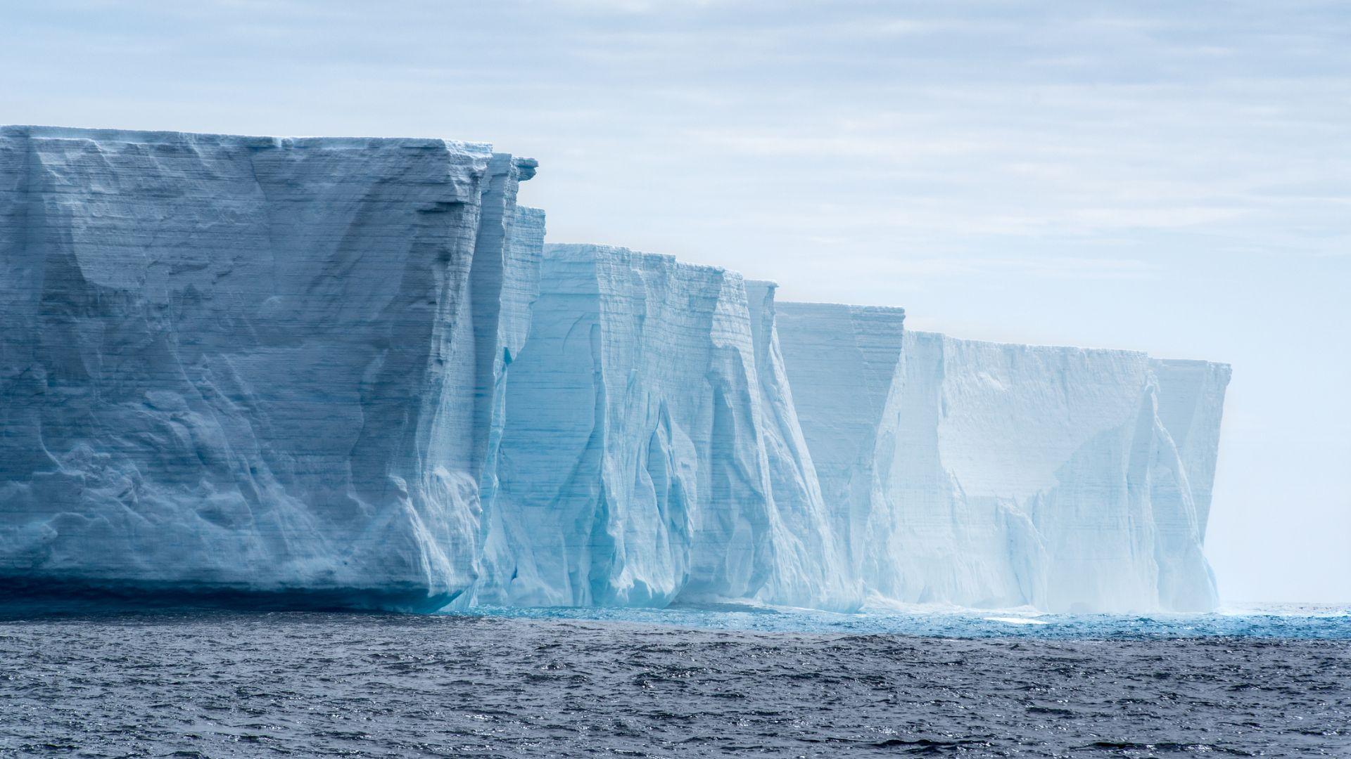 Откриха ледник край Антарктида, който се топи със 7-16 метра годишно